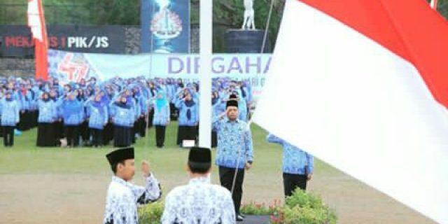 H Arif R Wismansyah Menjadi Inspektur Upacara Di Hut KORPRI PGRI Dan HGN