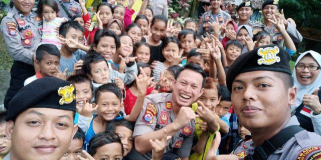 Dit Samapta Polda Banten Laksanakan Trauma Healing untuk Hibur Anak Korban Tsunami