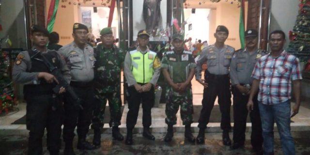 Dengan Humanis, Personil Dit Samapta Polda Banten, Amankan Kegiatan Ibadah Gereja