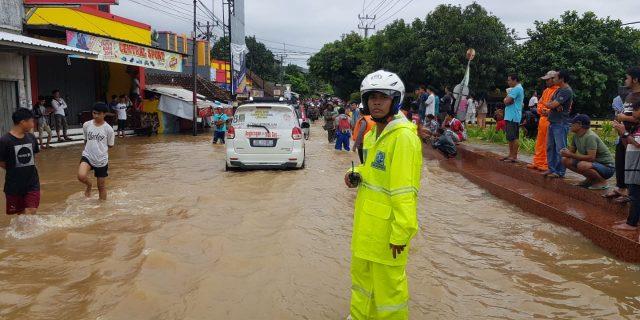 Akibat Banjir Direktorat Lalu Lintas Polda Banten Berlakukan Sistem Buka Tutup