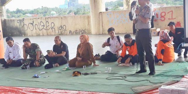 BNPB RI, Polri Dan TNI Berikan Sosialisasi Dan Edukasi Kepada Korban Tsunami