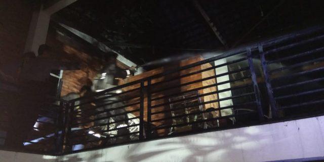 Personil Dit Samapta Polda Banten Berhasil Padamkan Api Di Villa Cinde Wulung