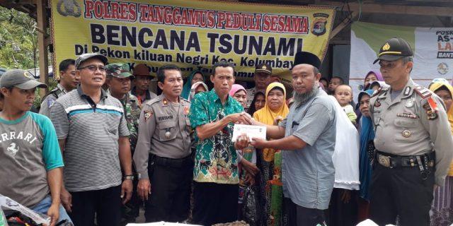 Warga Terdampak Tsunami Terima Bantuan Dari Polres Tanggamus dan Kombatpol