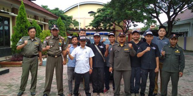 Panwas Kecamatan sindang Jaya Tertibkan Alat Peraga Kampanye Yang Melanggar