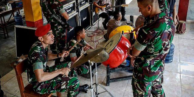 Pelihara Sinergitas TNI-POLRI, Kopasus dan Brimob Polda Banten, Gelar Latihan Marawis Bersama