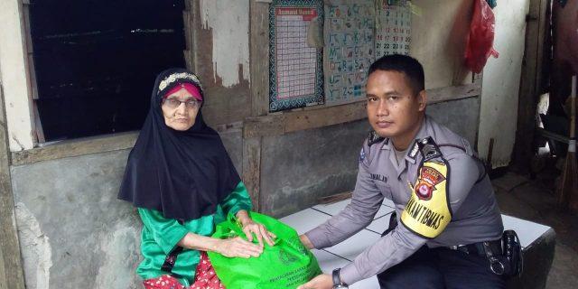 Bangun Kebersamaan Polri Dengan Masyarakat, Polda Banten Salurkan Zakat