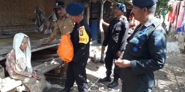 Sambangi Lansia, Brimobda Banten Salurkan Zakat Personil Polda