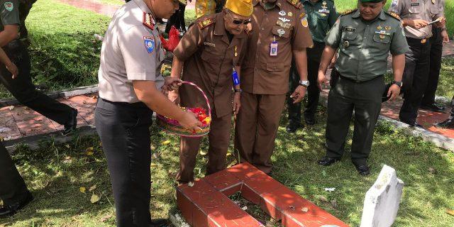 Dalam Rangka HUT LVRI ke 62, Dirbinmas Polda Banten Hadiri Ziarah Bersama di Makam Pahlawan