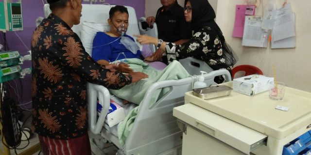 Rasa Peduli Kapolres Pandeglang Besuk KH.Abi Lala di Rumah Sakit