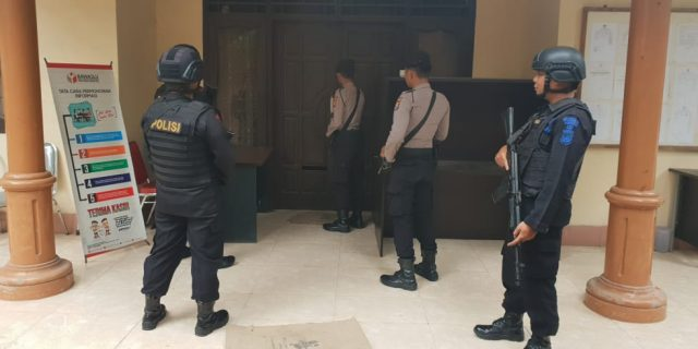 Menjelang Pemilu 2019, Brimobda Banten Perketat Penjagaan Kantor Bawaslu