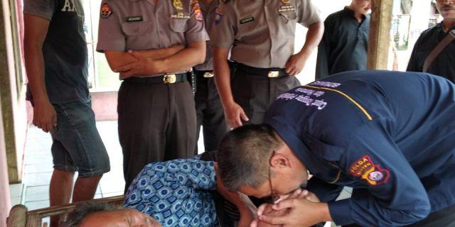Tak Kenal Lelah, Tim Jum'at Barokah Polda Banten Terus Berikan Bantuan