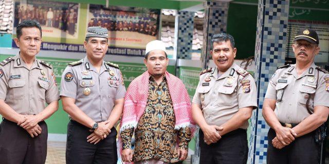 KH. Juhri Ucapkan Terima Kasih Kepada Kabid Humas Polda Banten