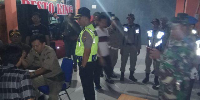 Sinergitas Polres Serang dan Sat Pol PP Tutup Cafe Tidak Miliki Izin