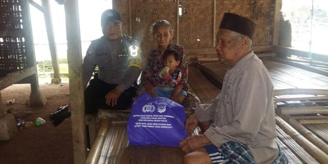 Polres Serang, Beri Bantuan Pada Puluhan Masyarakat Kurang Mampu