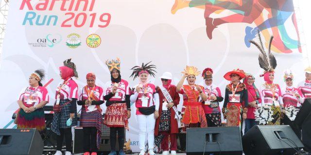 Ibu Ketua Bhayangkari Daerah Banten, Ikut Meriahkan Kartini Run 2019