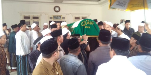 Kapolres Pandeglang Hadiri Pemakaman Alm KH. Ahmad Syulala Sanusy