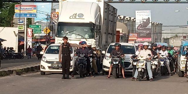 Ditsamapta Polda Banten Rutin Lakukan Pengaturan Lalu Lintas Pagi Hari