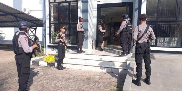 Polda Banten, Jamin Keamanan Pemilu dengan Perkuat Pengamanan Di KPUD