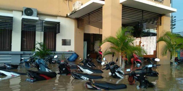 Kantor Kelurahan Panunggangan Barat Kecamatan Cibodas Terendam Banjir