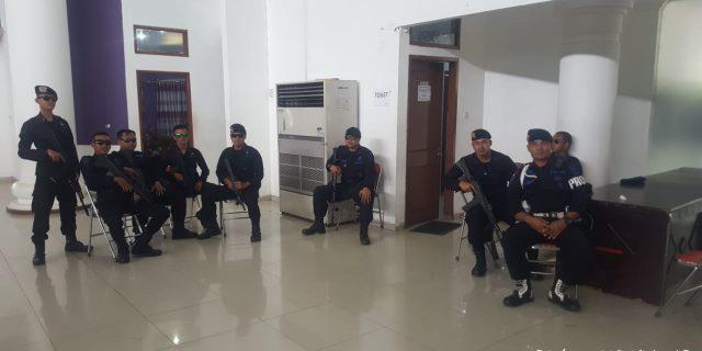 Satbrimob Polda dan TNI Amankan Rapat Pleno Pemilu 2019 di Kabupaten Tangerang