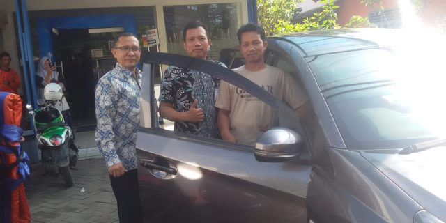 Bank Rakyat Indonesia Cabang Sukamantri Pasar Kemis Serahkan Undian Simpedes