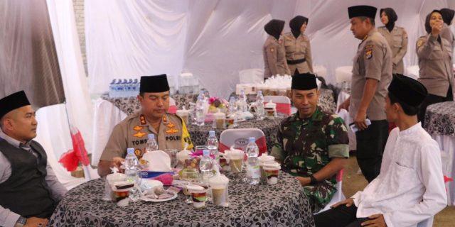 Kapolda Banten, Danrem 064/MY, Buka Puasa Bersama Dengan Warga dan Mahasiswa