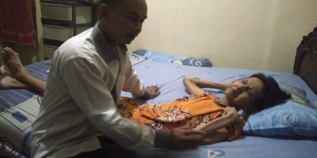 PWI Kabupaten Tangerang Peduli Lansia Yang Menderita Lumpuh