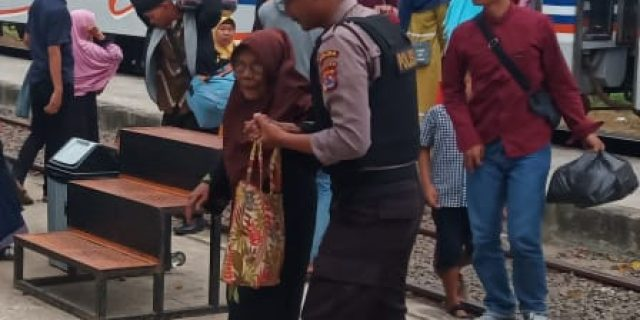 Polda Banten Laksanakan Pengamanan di Area Stasiun Kereta Api