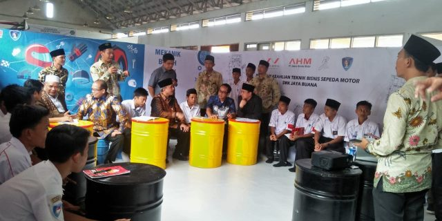 Segudang Prestasi, SMK Jaya Buana Kresek Wisuda Ratusan Anak Didik