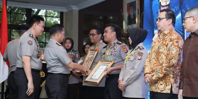 Kabid Humas Polda Banten Diganjar penghargaan Oleh Kapolri