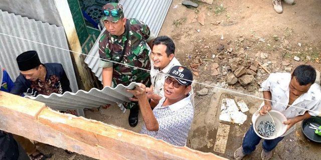Rumah Layak Huni Keluarga Soleh Tahap Proses Pemasangan Atap