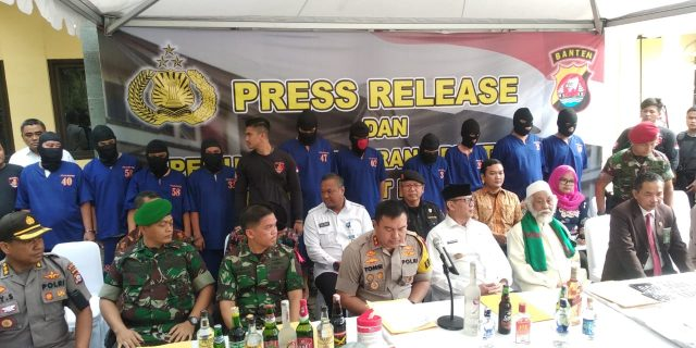 Amankan NATARU, Polda Banten Musnahkan 33.168 Botol Miras Hasil Operasi Sikat Kalimaya 2019