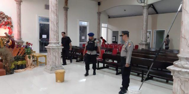 Brimob Polda Banten melakukan sterilisasi Jibom di Gereja GKR Kota Serang