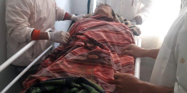 Polisi, TNI dan warga evakuasi jenazah Bencana Banjir Bandang