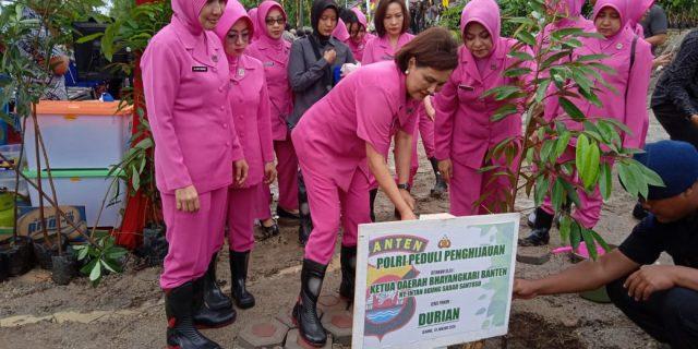 Ketua Bhayangkari Daerah Banten Lakukan Aksi Penanaman Pohon