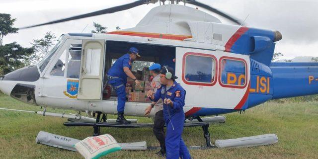 Pasca Banjir Lebak, Ditpolairud Polda Banten Distribusikan Logistik Via Udara Ke Desa Terisolir