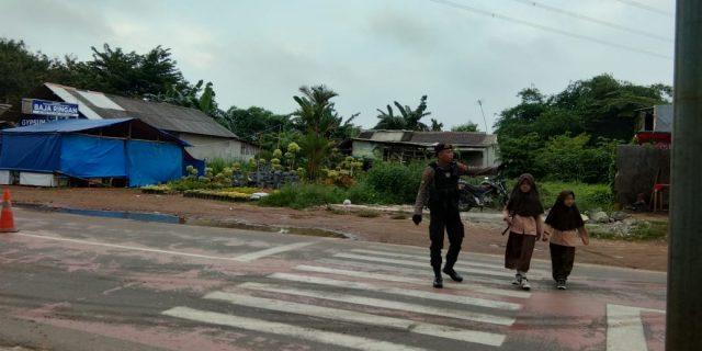 Terus Melayani, Ditsamapta Polda Banten Intens Pengaturan Lalu Lintas Pagi Hari