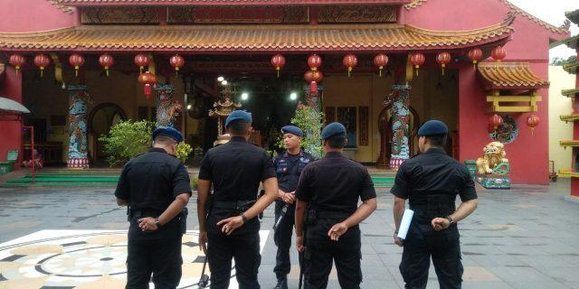 Jamin Keamanan Jelang Imlek, Brimob Polda Banten Sterilisasi Tempat Ibadah