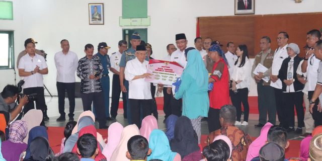 Kapolda Banten Dampingi Kunker Wapres RI Ma'ruf Amin, Sambangi Korban Banjir Bandang di Lebak