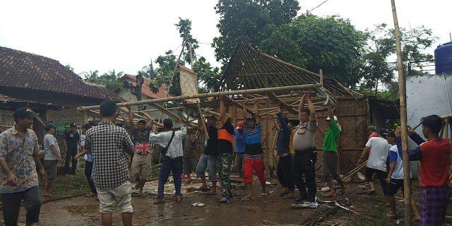 Kades Merak Kecamatan Balaraja Bedah Rumah Warga