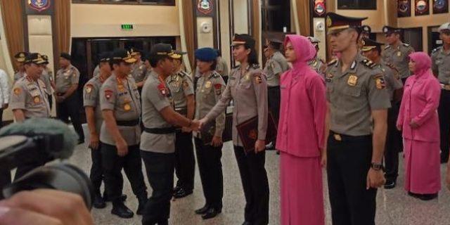 Kapolri Beri KPLB , Pin Emas dan Pin Perak kepada Polisi Berprestasi di Bidang Olahraga