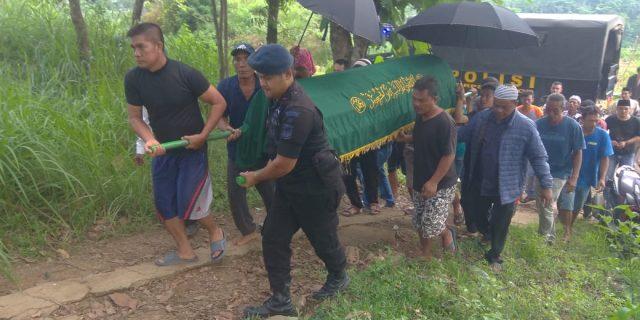 Program Sambang Duka Sat Brimobda Banten, Bantu Warga yang Berduka