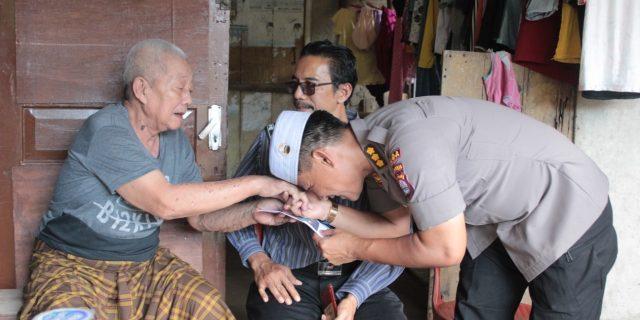 Tim Jumat Barokah Polda Banten, Kunjungi keluarga Pak Kadir