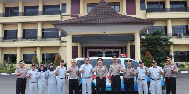 Polda Banten, Terima Bantuan Ambulance Dari Jasa Raharja Cabang Banten
