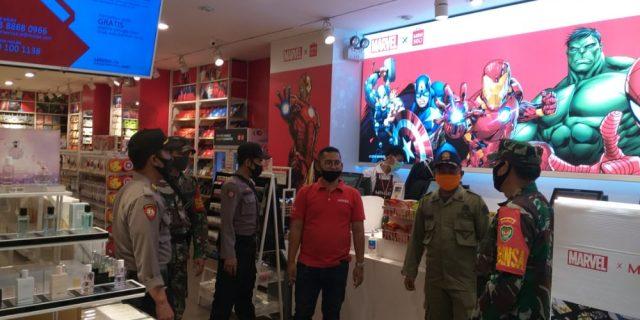 Jelang New Normal, TNI-Polri Disiplinkan Warga Di Mall Of Serang