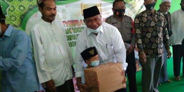 Anggota DPR RI Ali TaherSantuni Anak Yatim Piatu Di Desa Cirumpak Kecamatan Kronjo