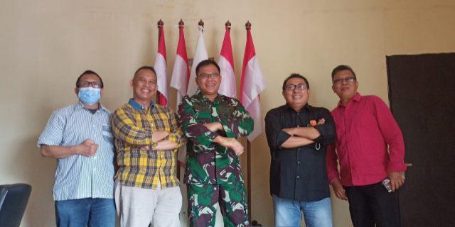 Temu Kangen, Mayjen TNI Joko Warsito Sambangi Markas SMSI