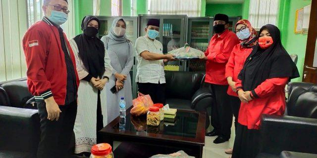 HUT PDI-P Ke 48, DPC PDI-P Kota Tangerang Bagikan Tumpeng