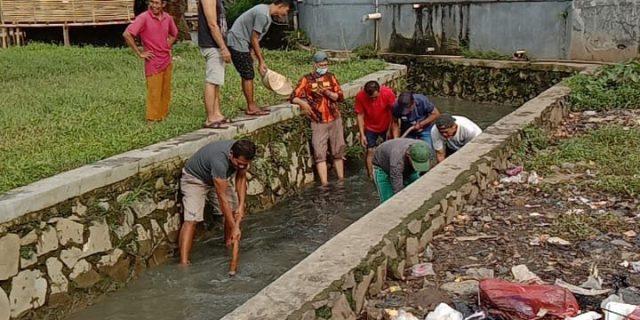 Kades Talaga H.Nasarudin.SH Ajak Warga Bersihkan Lingkungan di Hari Peduli Sampah Nasional