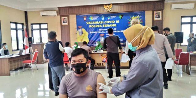 Sebanyak 738 Personel Polres Serang di Vaksin
